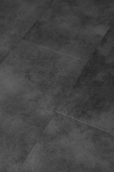 Klick-Vinyl Blackstone mit gefaster Kante umlaufend und integrierter Trittschalldämmung