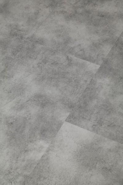 Klick-Vinyl Granit mit gefaster Kante umlaufend und integrierter Trittschalldämmung